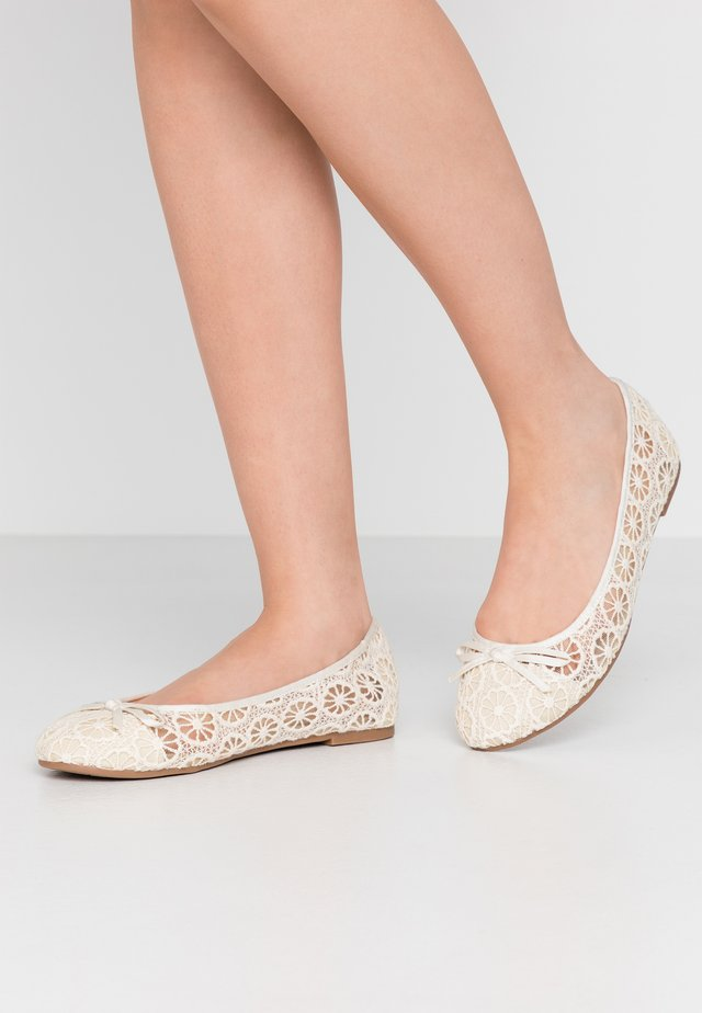 WIDE FIT RILEY  LACE BALLET - Ballet pumps - ivory
