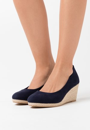 WIDE FIT WEDGE COURT SHOE - Sandalen met sleehak - navy