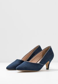 Evans - WIDE FIT KITTEN HEEL COURT - Escarpins - navy - 4
