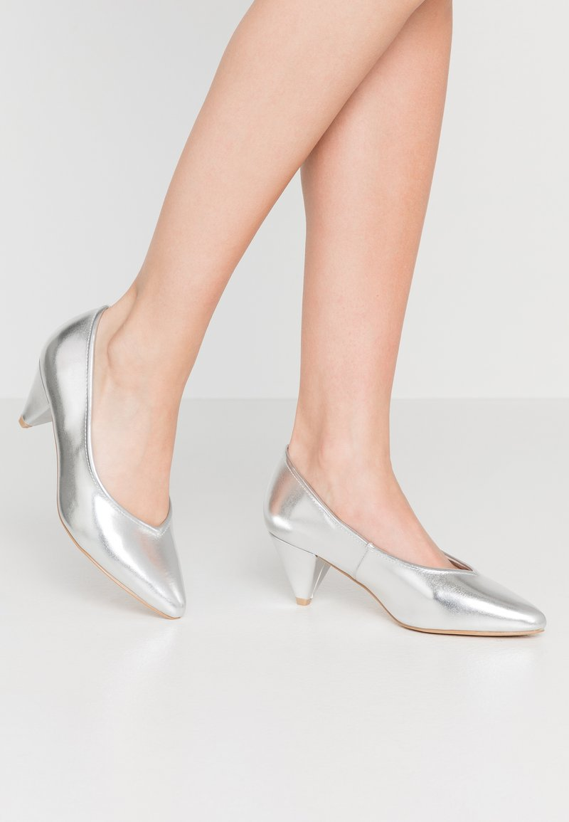 Evans - WIDE FIT FLISS CONE HEEL COURT - Klassiske pumps - silver
