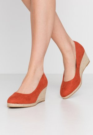 WIDE FIT FYDE HESSIAN WEDGE SHOE - Wedges - spice
