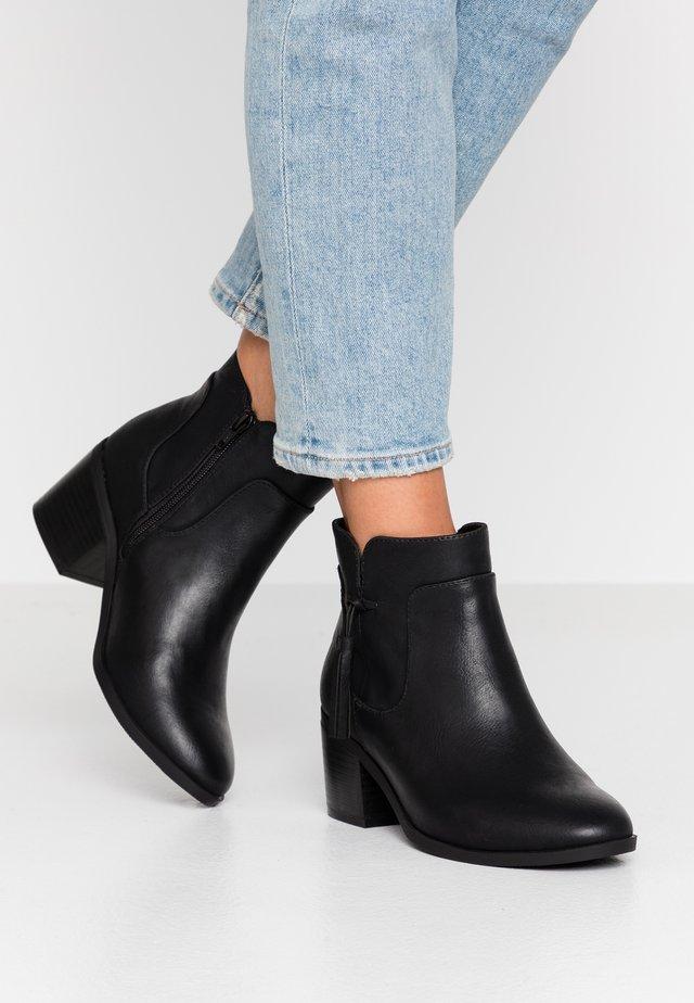 WIDE FIT AIDEN HEELED TASSLE - Korte laarzen - black