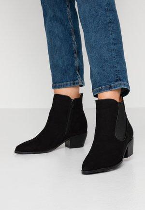 WIDE FIT CURVED GUSSET - Korte laarzen - black