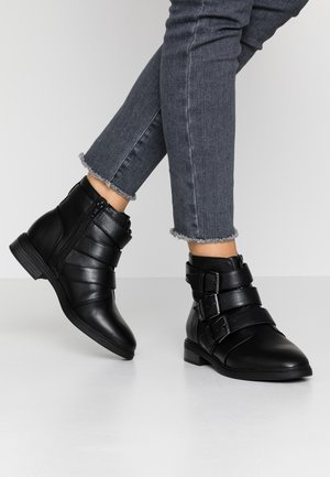 WIDE FIT BUCKLE SHOE - Biker-/cowboynilkkurit - black