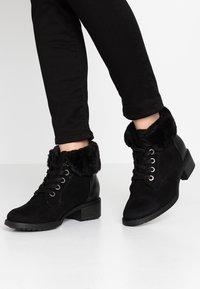 Evans - WIDE FIT ALTHEA - Korte laarzen - black - 0