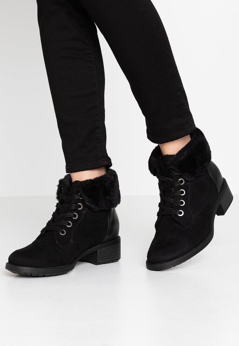 Evans - WIDE FIT ALTHEA - Korte laarzen - black