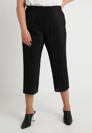 PLISSE TROUSER - Shorts - black