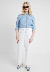 Evans - TROUSERS - Kalhoty - white - 1
