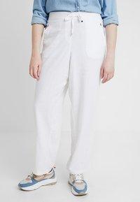 Evans - TROUSERS - Kalhoty - white - 0