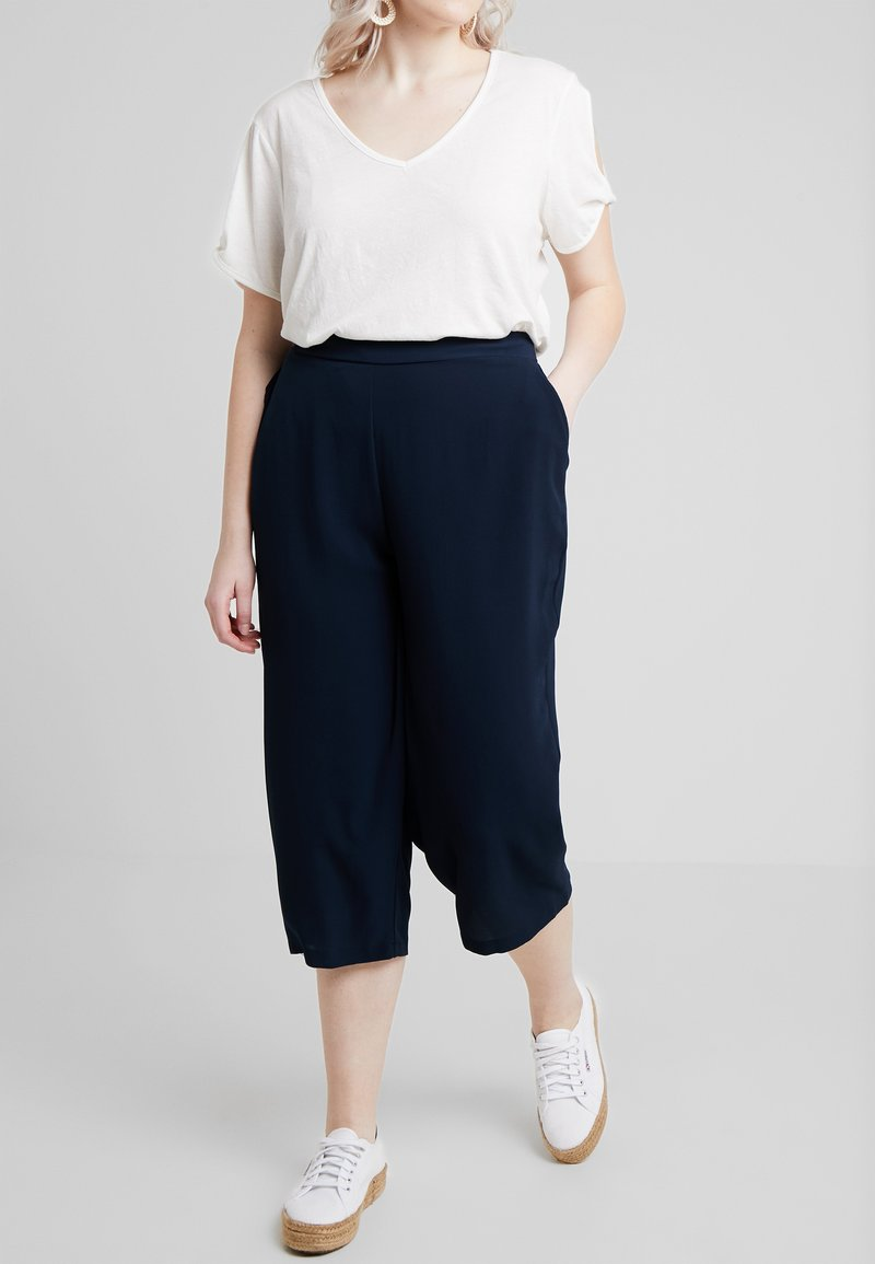 Evans - PEBBLE POCKET CROP - Shorts - navy
