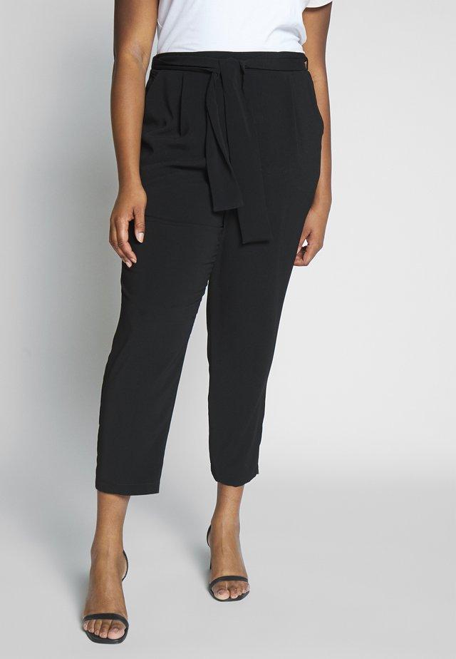 BELTED TAPERED TROUSER - Pantaloni - black