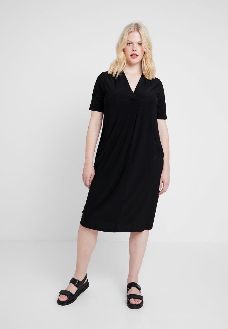 Evans - POCKET DRESS - Jerseyjurk - black