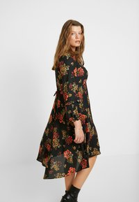 Evans - FRILL NECK  FLORAL DRESS - Denní šaty - multi - 4
