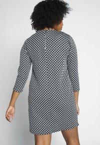 Evans - TEXURED PONTE DRESS WITH POCKETS - Vestido de tubo - black - 2