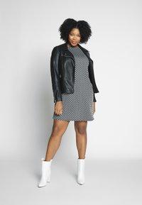 Evans - TEXURED PONTE DRESS WITH POCKETS - Robe fourreau - black - 1