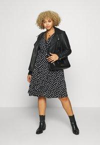 Evans - HEART PRINT WRAP DRESS - Sukienka z dżerseju - black - 1