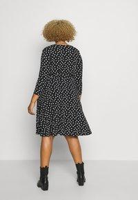 Evans - HEART PRINT WRAP DRESS - Sukienka z dżerseju - black - 2