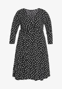 Evans - HEART PRINT WRAP DRESS - Sukienka z dżerseju - black - 4