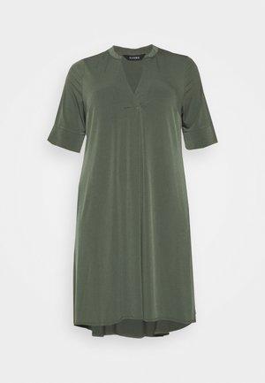 POCKET DRESS - Jerseykjoler - khaki