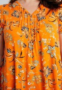 Evans - FLORAL PINTUCK - Triko spotiskem - orange - 5
