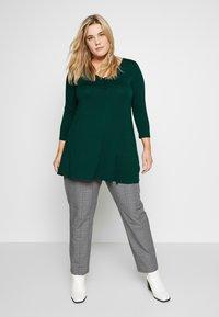Evans - Langærmede T-shirts - green - 1