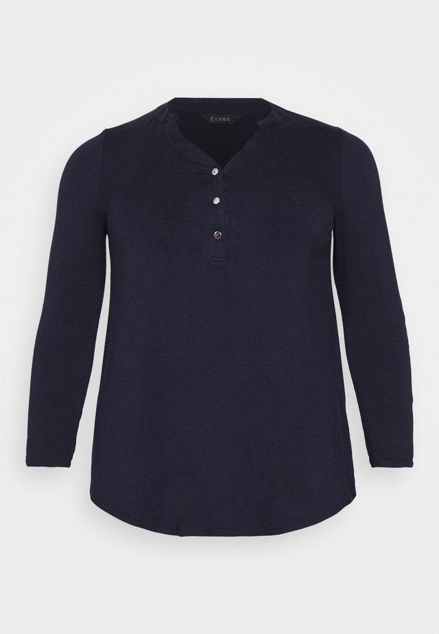 Long sleeved top - navy