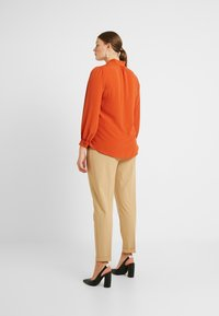 Evans - PUSSYBOW - Blouse - rust - 2