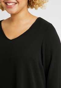 Evans - LONG SLEEVE HANKY HEM - Blouse - black