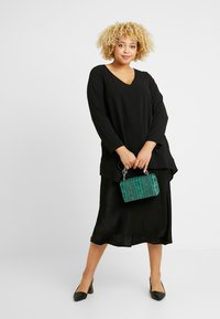 Evans - LONG SLEEVE HANKY HEM - Blouse - black - 1