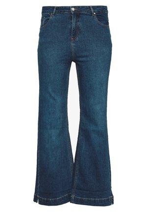 WIDELEG - Bootcut jeans - midwash