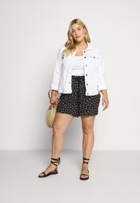 Evans - MONO PRINT PULL ON - Short - black/white - 1