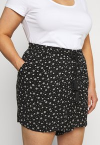 Evans - MONO PRINT PULL ON - Short - black/white - 5
