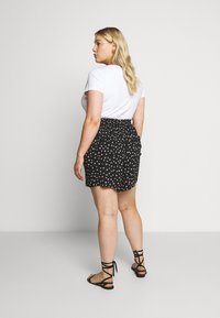 Evans - MONO PRINT PULL ON - Short - black/white - 2