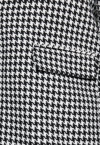 Evans - DOGTOOTH DOUBLE BREASTED COAT - Short coat - black/white - 5