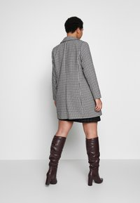 Evans - DOGTOOTH DOUBLE BREASTED COAT - Short coat - black/white - 2