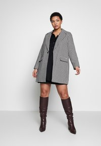 Evans - DOGTOOTH DOUBLE BREASTED COAT - Short coat - black/white - 1