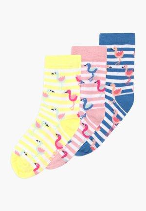 KINDERSÖCKCHEN FLAMINGO 3 PACK - Ponožky - blau/gelb/rosa