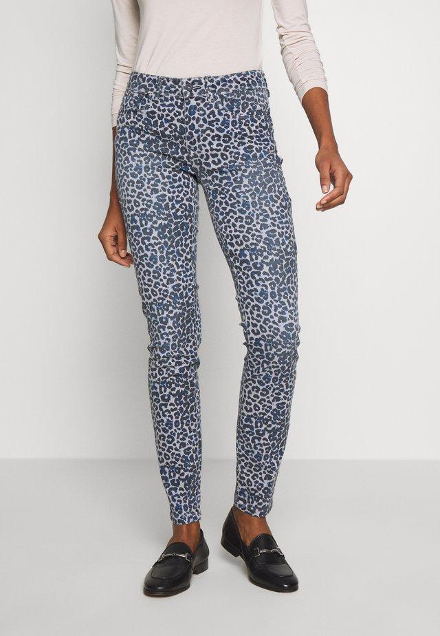 BETHEA - Jeans Skinny Fit - hellgrau