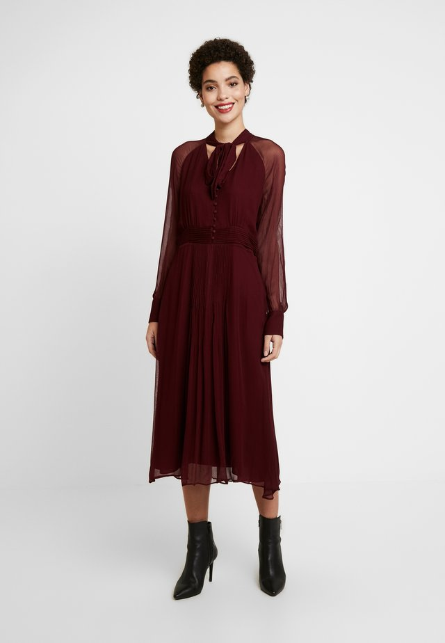 NYLEA - Sukienka koszulowa - bordeauxrot