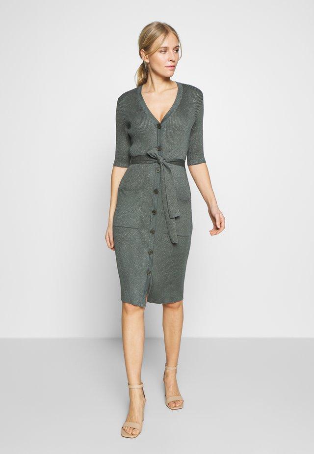 CARICE - Fodralklänning - dunkelgrün