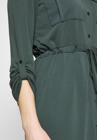 Expresso - CEYDA - Denní šaty - dark green - 5