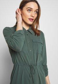 Expresso - CEYDA - Denní šaty - dark green - 3
