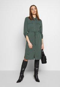 Expresso - CEYDA - Denní šaty - dark green - 1
