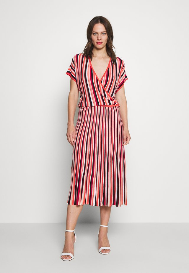 FELICIA - Stickad klänning - mehrfarbig