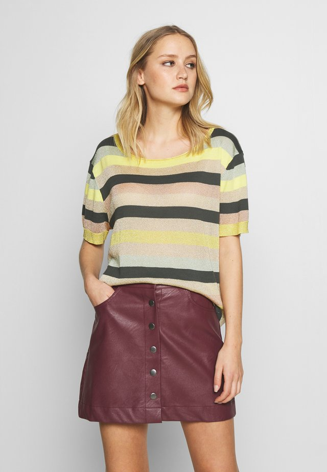 CARLA - T-Shirt print - dunkelgrün