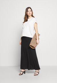 Anna Field MAMA - Falda larga - black - 1