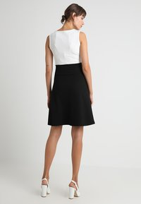 Anna Field MAMA - DRESS WITH FLARED - Jerseyjurk - black/off-white - 2