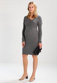 Anna Field MAMA - Stickad klänning - anthracite - 1