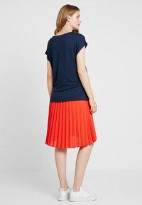 Anna Field MAMA - T-shirt - bas - navy blazer - 2