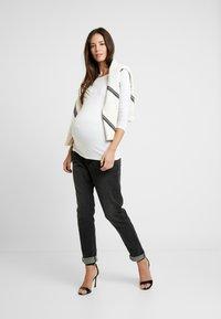 Anna Field MAMA - 2 PACK - Langærmede T-shirts - black/white - 1